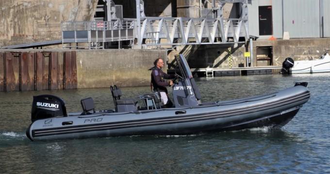 Louer Semi-rigide avec ou sans skipper Zodiac à Lorient