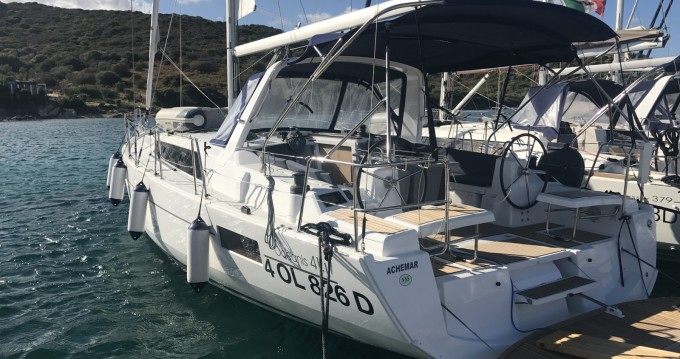 Boat rental Bénéteau Oceanis 41.1 in Cala dei Sardi on Samboat