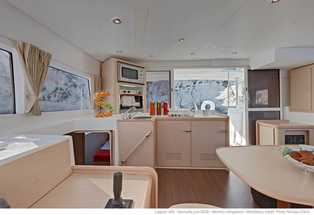 Rental Catamaran in Ta' Xbiex - Lagoon Lagoon 40