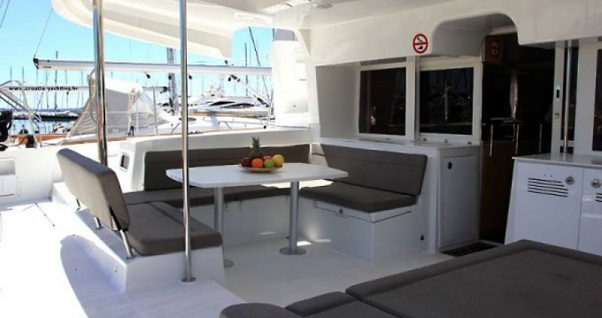 Rental Catamaran in La Rochelle - Lagoon Lagoon 450 Sport Top