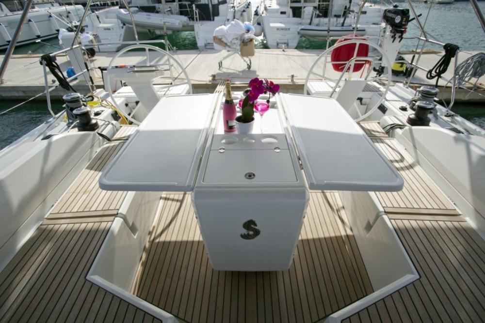 Huur een Bénéteau Oceanis 51.1 in Trogir