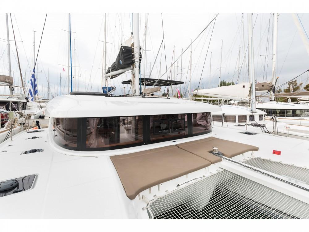 Rental Catamaran in Μαρίνα Αλίμου - Lagoon Lagoon 42