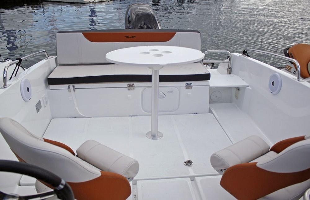 Location bateau Bénéteau Flyer 6.6 SPORTdeck à Sant Feliu de Guíxols sur Samboat