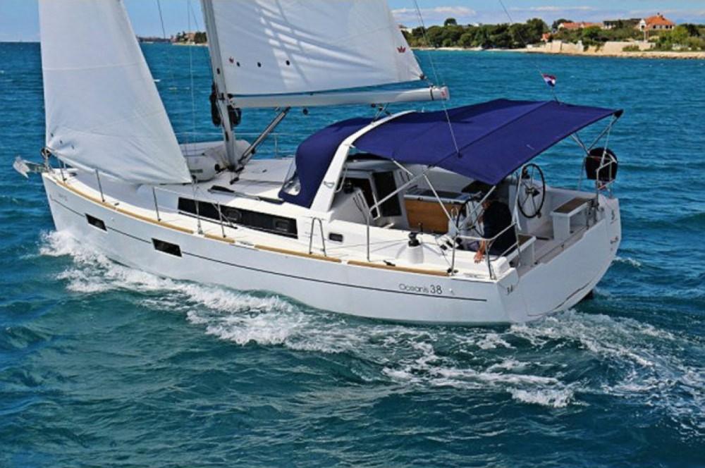 Bénéteau Oceanis 38.1 entre particuliers et professionnel à Marina Kornati
