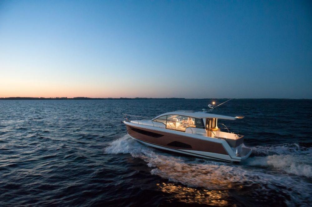 Boat rental Pula cheap Sealine C330