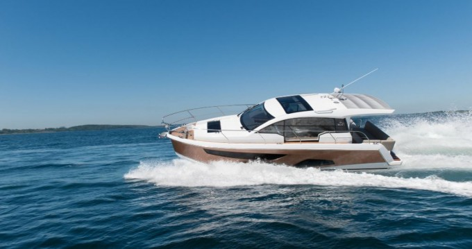 Rental yacht Pula - Sealine Sealine C330 on SamBoat