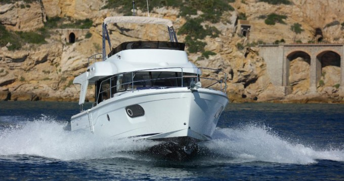 Hire Motor boat with or without skipper Bénéteau Pula