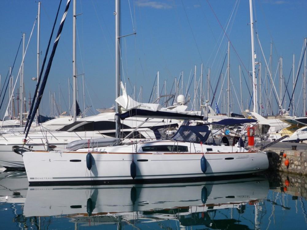 Bénéteau Oceanis 43 entre particuliers et professionnel à Marina de Alimos