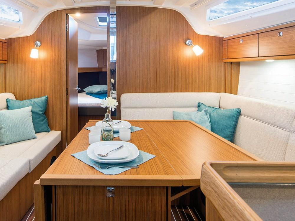 Verhuur Zeilboot in Gotenburg - Bavaria Cruiser 37