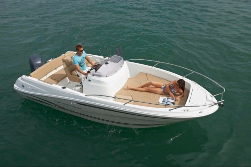Louer Bateau à moteur avec ou sans skipper Jeanneau à Calvi