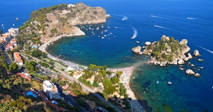 Louer Bateau à moteur avec ou sans skipper vz à Taormina