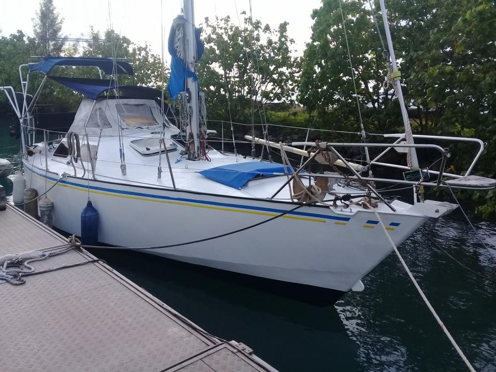 Boat rental French Polynesia cheap Oxion 32