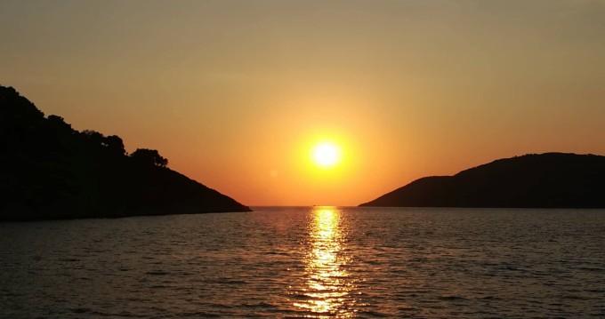 Zeilboot te huur in Νέος Μαρμαράς voor de beste prijs
