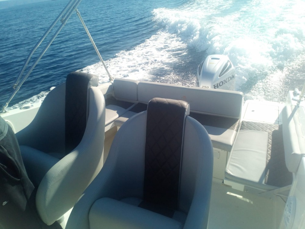 Yacht-Charter in Sumartin - Atlantic-Marine 750 open auf SamBoat