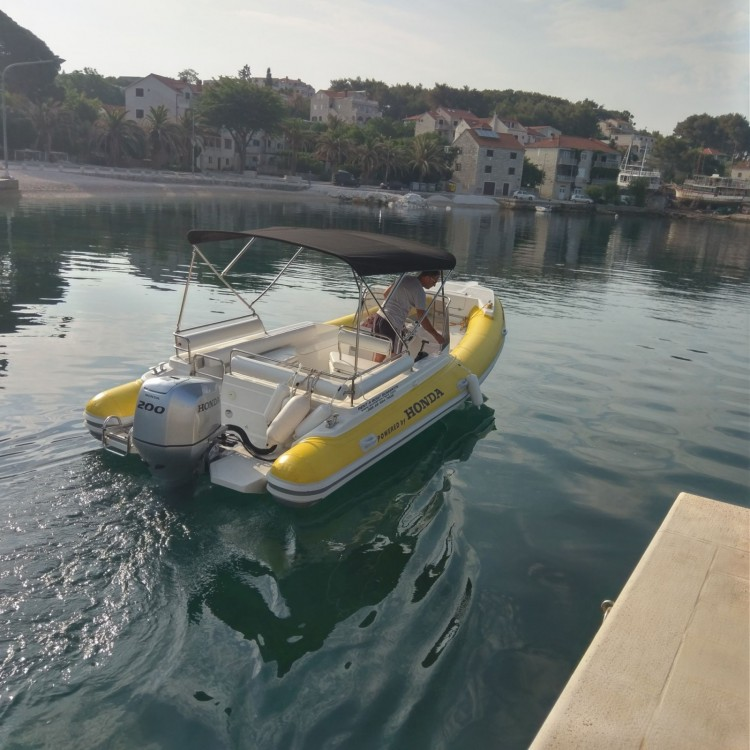 Boat rental Primus marine Robinson 23 in Sumartin on Samboat