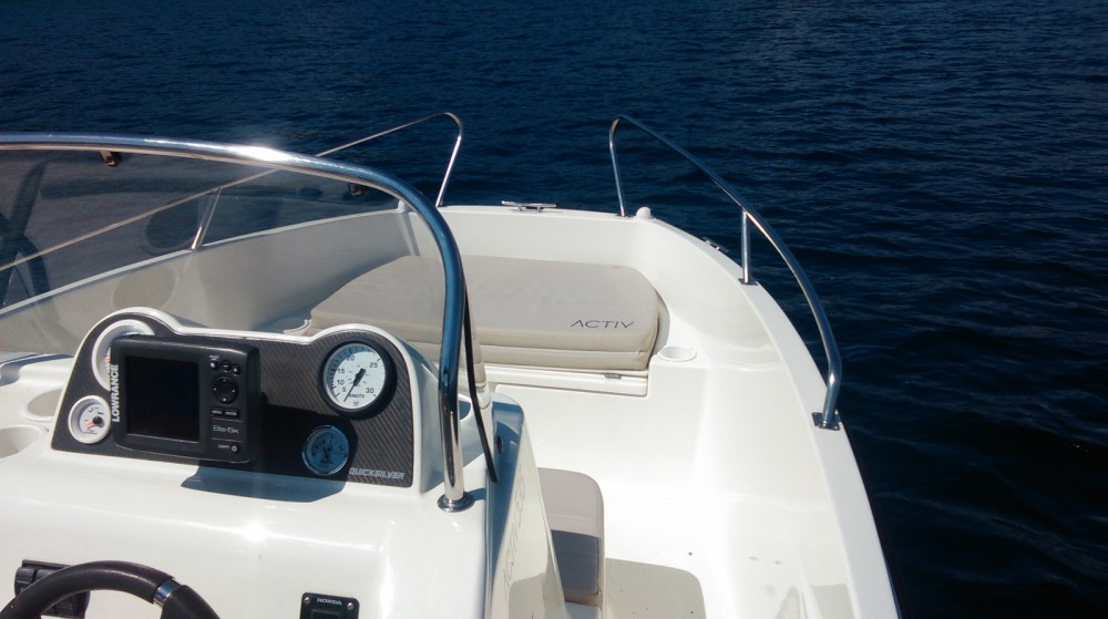 Boat rental Quicksilver Activ 555 Open in Sumartin on Samboat