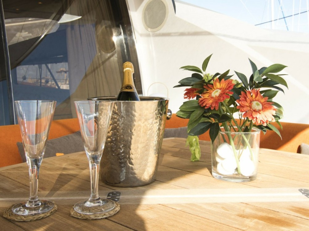 Location yacht à Club de Mar - Sunseeker Predator 82 sur SamBoat