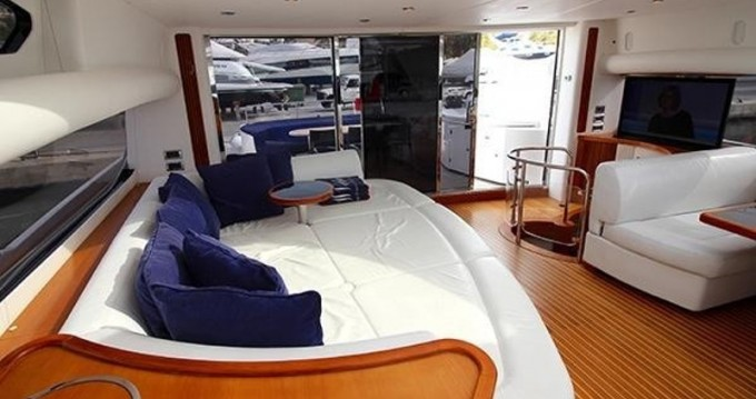 Motor boat for rent Club de Mar at the best price