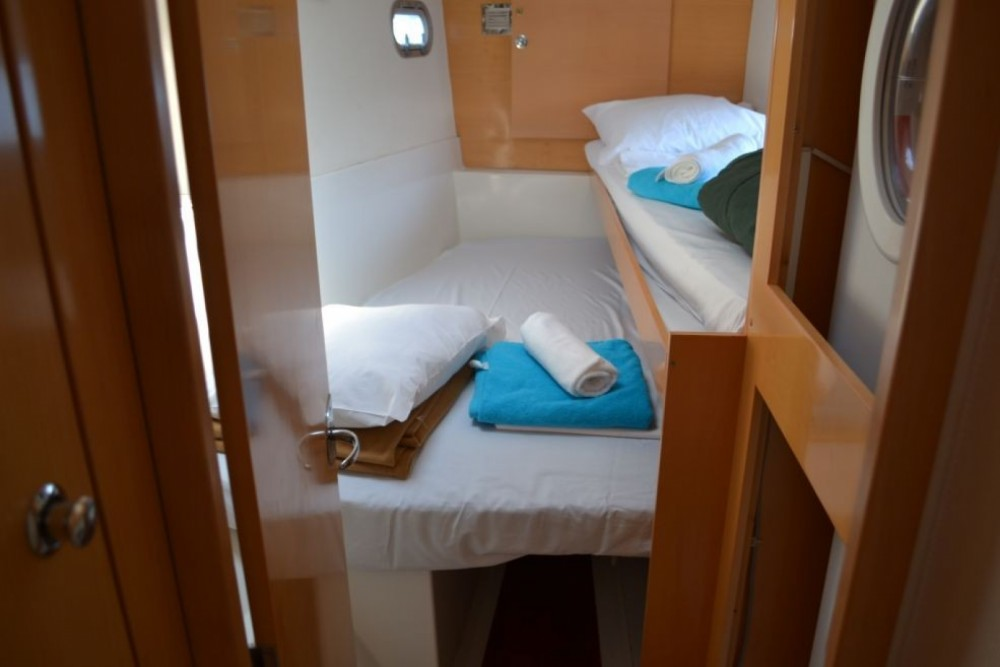 Boat rental Fountaine Pajot Salina 48 in Tourlos on Samboat