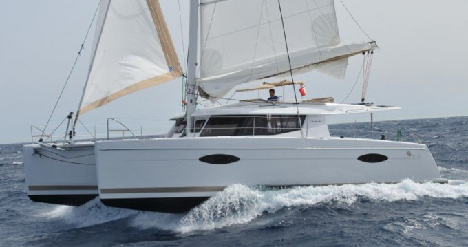 Rental Catamaran in Μαρίνα Αλίμου - Fountaine Pajot Helia 44