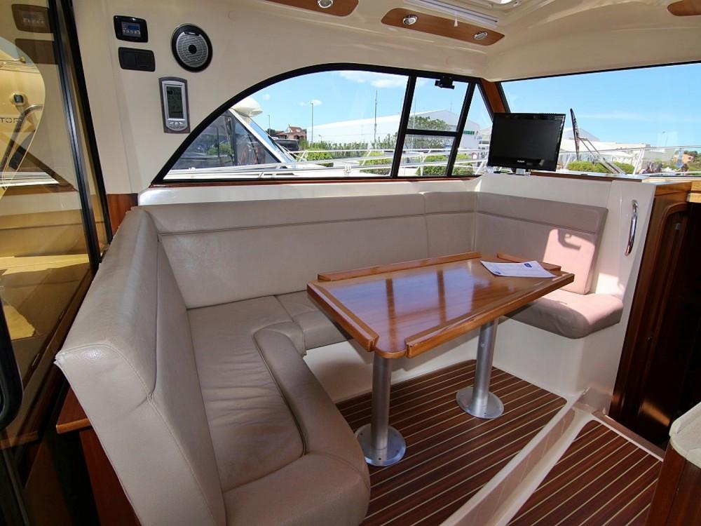 Noleggio Barca a motore Sas Vektor con un permesso di