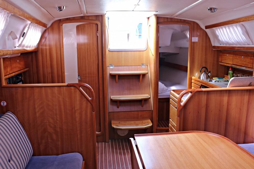 Noleggiare un'Bavaria Bavaria 33 Cruiser Sukošan