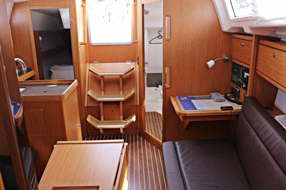 Rental Sailboat in Sukošan - Bavaria Bavaria Cruiser 33
