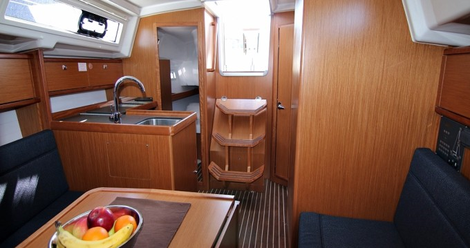 Boat rental Bavaria Bavaria Cruiser 34 in Sukošan on Samboat