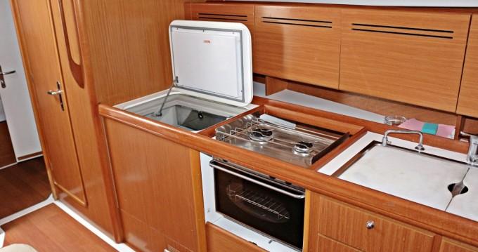 Boat rental Bénéteau Cyclades 434 in Sukošan on Samboat