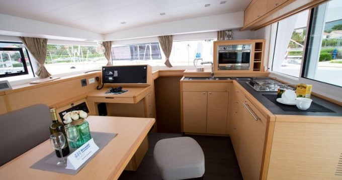 Rental Catamaran in Zadar - Lagoon Lagoon 40 (4 cab)