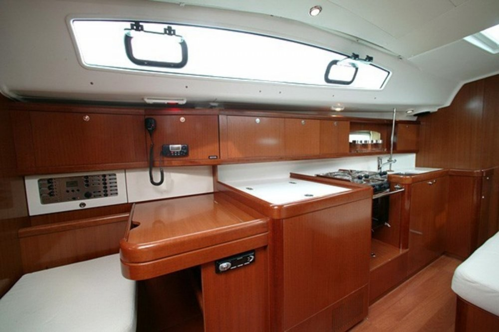 Bénéteau Oceanis 40 between personal and professional Volos