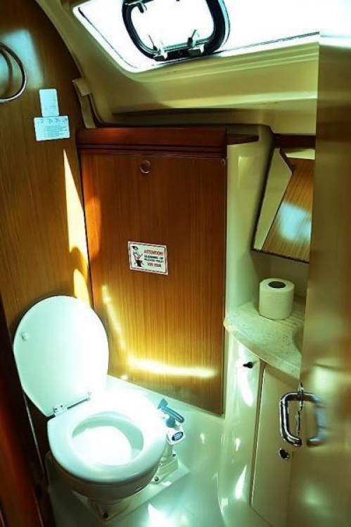 Jeanneau Sun Odyssey 39i between personal and professional Krvavica