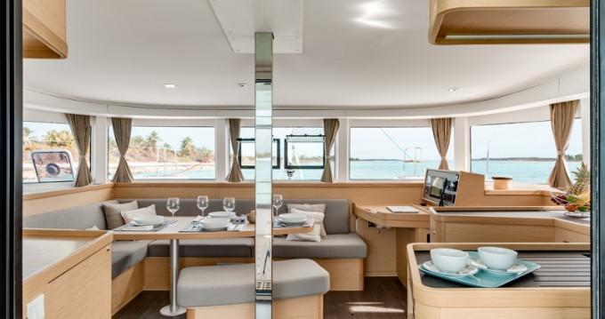 Louer Catamaran avec ou sans skipper Lagoon à Paros
