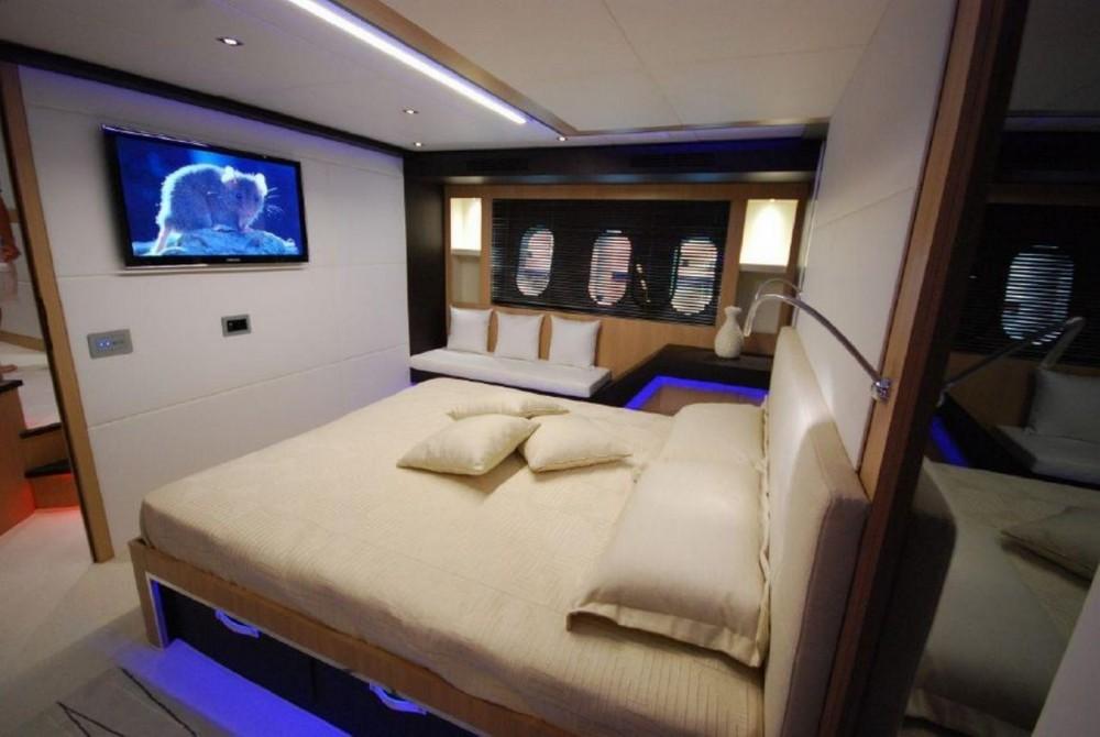 Location bateau Fréjus pas cher 80 yacht