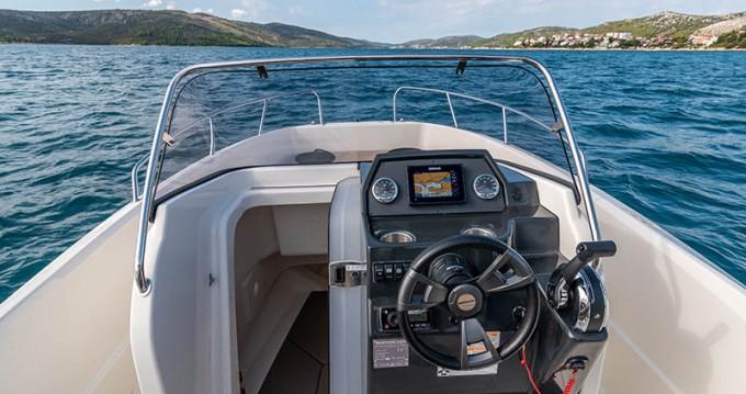 Location bateau Trogir pas cher Activ 675