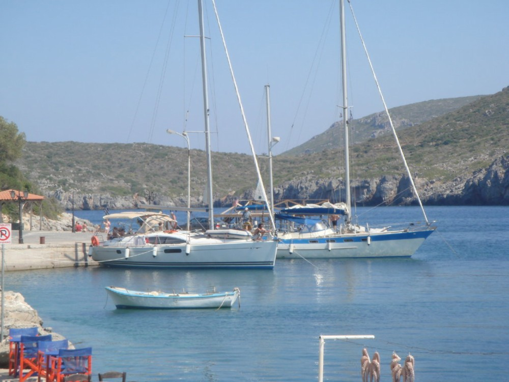Rental Sailboat in Alimos Marina - Jeanneau Sun Odyssey 45DS