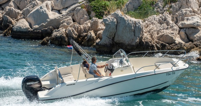 Louer Bateau à moteur avec ou sans skipper Quicksilver à Trogir