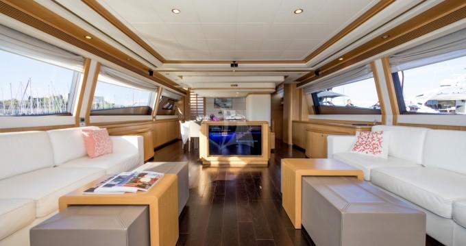 Louer Yacht avec ou sans skipper Ferretti à Antibes