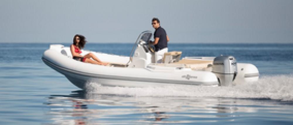 Louer Semi-rigide avec ou sans skipper Altamarea à Bandol