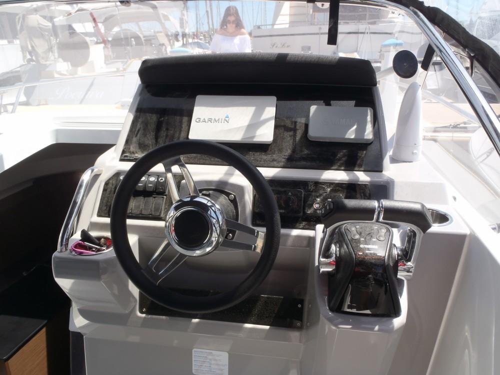 Louer Bateau à moteur avec ou sans skipper Jeanneau à Six-Fours-les-Plages