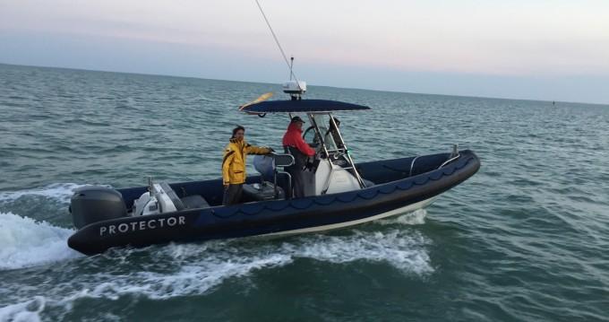 Louer Semi-rigide avec ou sans skipper Rayglass à La Rochelle