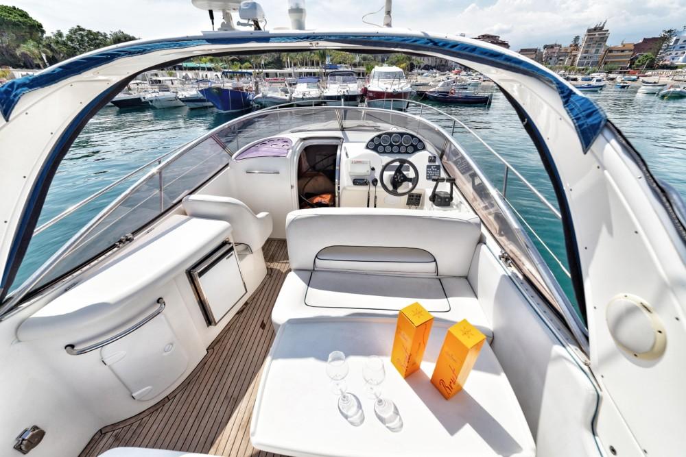 Barca a motore a noleggio Taormina al miglior prezzo