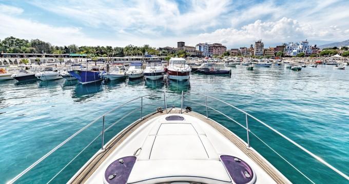 Louer Bateau à moteur avec ou sans skipper Bavaria à Taormina