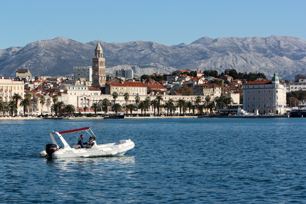 Boat rental Tiger Topline 650 in Split on Samboat