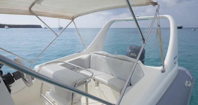 Louer Semi-rigide avec ou sans skipper Zodiac à Formentera