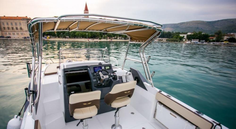 Rental Motor boat in Trogir - Bénéteau Flyer 7.7 SUNdeck