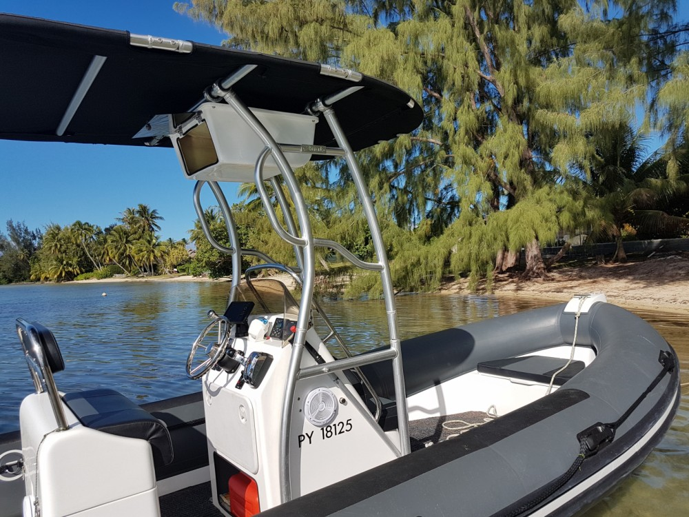 Louer Semi-rigide avec ou sans skipper Falcon à Papeete