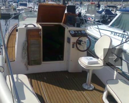 Boat rental Torrevieja cheap Cabinada 32 Clásica