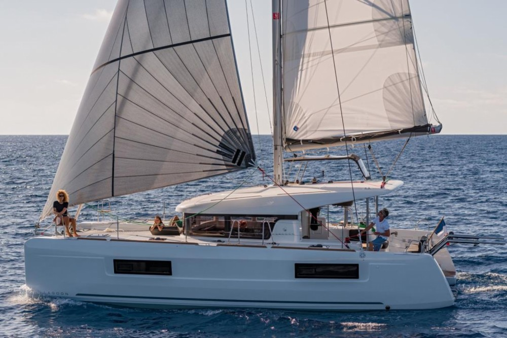Location bateau Santa Teresa Gallura pas cher Lagoon 40