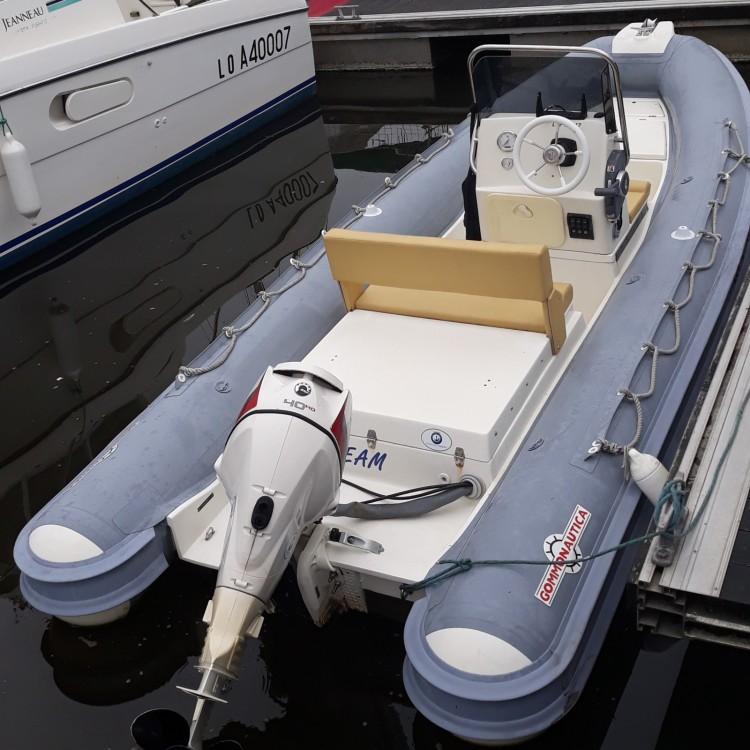 Bootsverleih Lorient günstig Gommonautica G48C